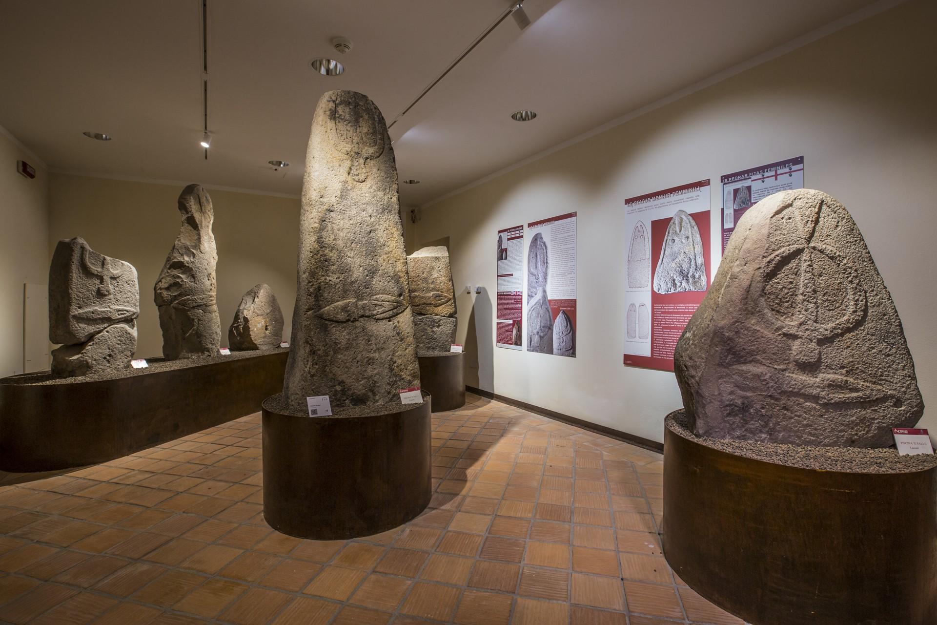 Una sala del Museo di Laconi, menhir. Foto di Elisabetta Loi