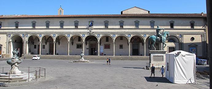 Filippo Brunelleschi. Spedale degli Innocenti. 1417-36. Firenze. Piazza Santissima Annunziata
