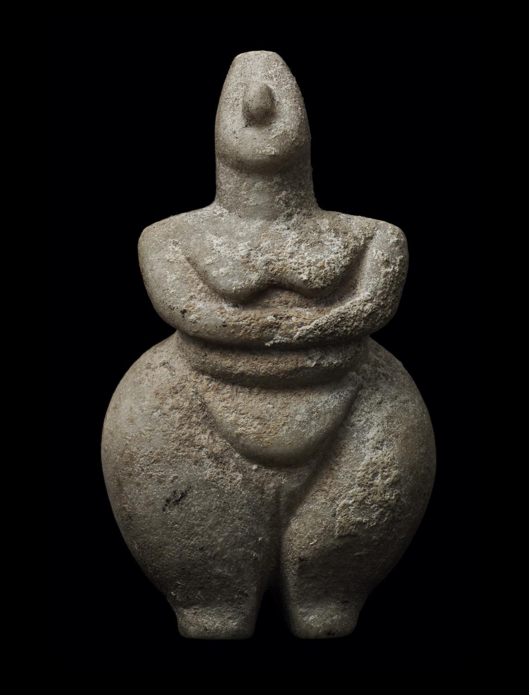 Grande Dea Madre. Scultura in pietra. Paleolitico.  Collezione Mainetti, New York.